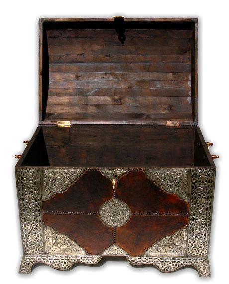 orientalische xl truhe mit leder und silber metall verkleidung albazar. Black Bedroom Furniture Sets. Home Design Ideas