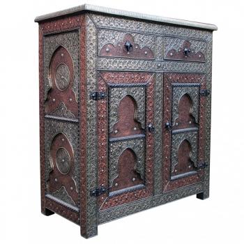Orientalische Kommode Yassar mit Metall verkleidung.