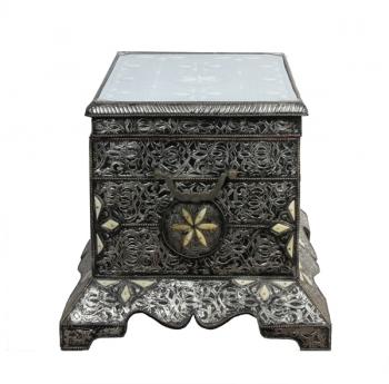 Orientalische Truhe aus Silbermetall mit Knocheneinsätze verziert