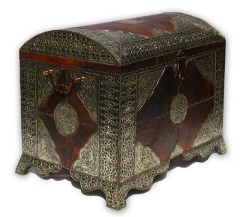 Orientalische XL- Truhe mit Leder und Silber-Metall-Verkleidung