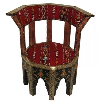 Orientalischer Sessel Kadi mit Metallbeschläge und echtem Kelim.
