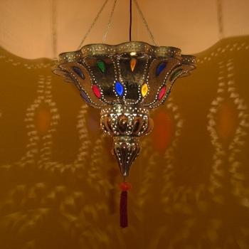 Orientalische Deckenleuchte Manal aus Kupfer und versilbertem Messing.