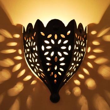 Marrokanische Wandlampe aus Kunstschmiedeeisen Zina, Handarbeit aus Marokko.